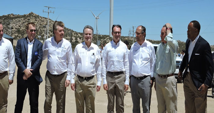 Francisco Vega, la plana mayor del gabinete energético de Peña Nieto y Ruiz Sacristán, en el parque eólico de Sempra Energy en La Rumorosa (Foto. Sin Embargo).