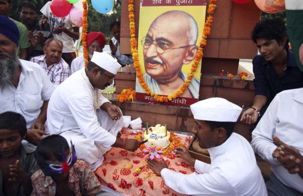 Gandhi hizo de la desobediencia civil una estrategia de lucha contra el Imperio británico. La india festeja un aniversario más de su natalicio