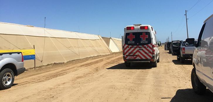 Unidad de la Cruz Roja en el interior del Rancho Los Pinos (Foto: Noticiario Dejando Huella, de San Quintín)