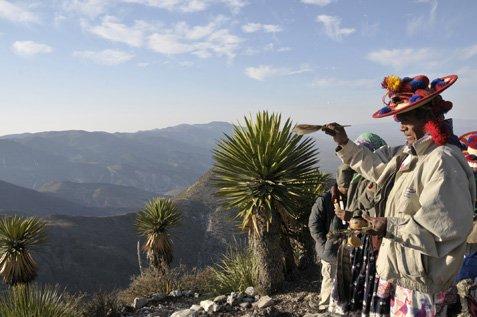 Con cantos, rezos y ayunos indígenas inician defensa del cerro El Quemado (Foto: Internet).