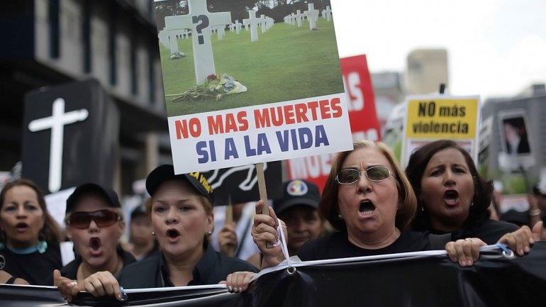 no-mas-muertes-pancarta-marcha