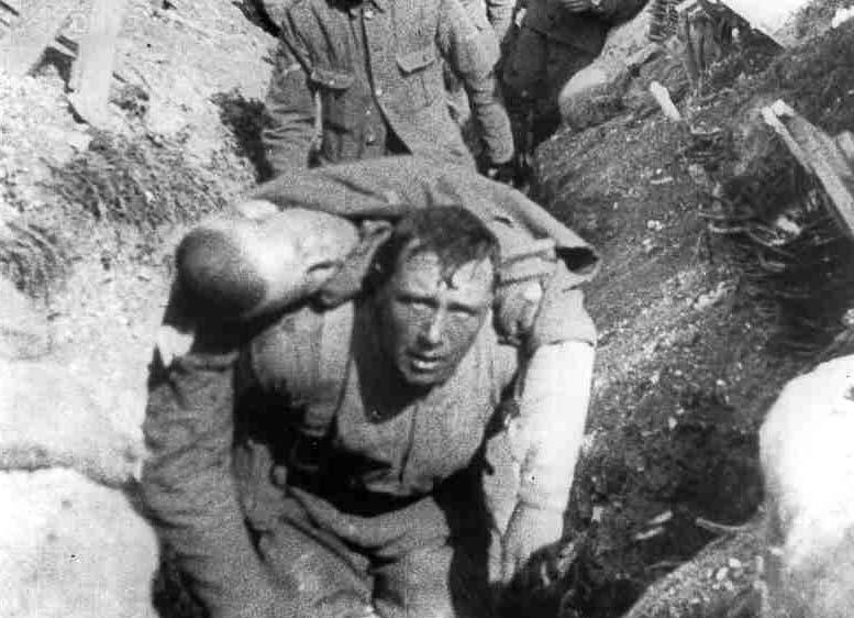 Los soldados que participaron directamente en la Primera Gierra Mundial sólo cargaron a sus amigos y familiares muertos en esa locura de la humanidad de la cual sólo unos cuántos se beneficiaron económicamente de manera perversa (Foto: internet).