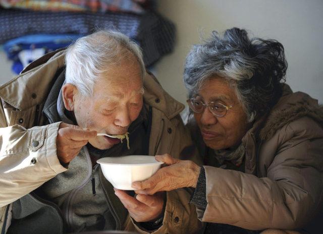 ancianos-pobres