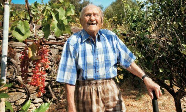Los habitantes de Icaria cultivan sus hortalizas en pequeños huertos y, un secreto más de su longevidad, tienen sexo toda la vida.