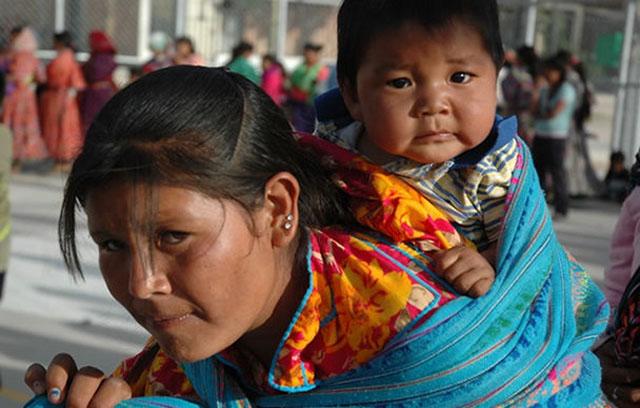 mujer-y-nino-indigenas