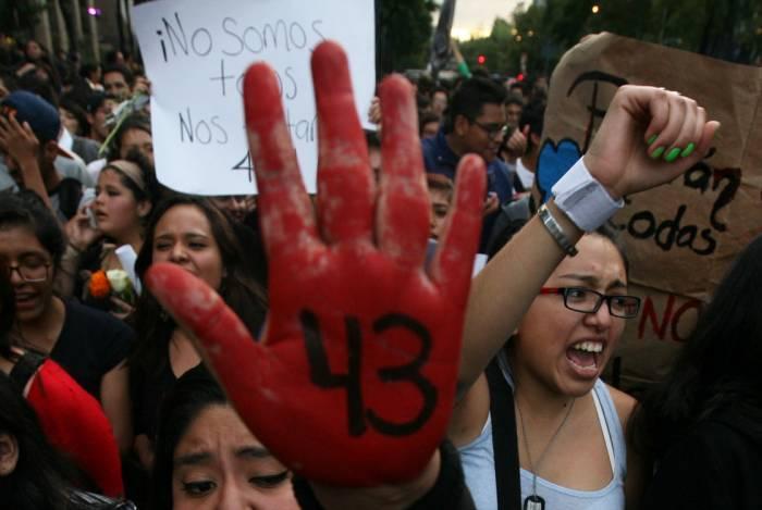 ayotzinapa-43-mano-roja