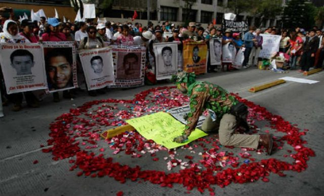 ayotzinapa-corazon-rojo