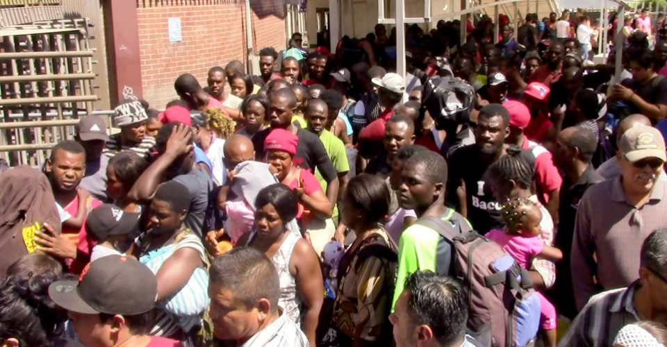 haitianos-fila-en-frontera