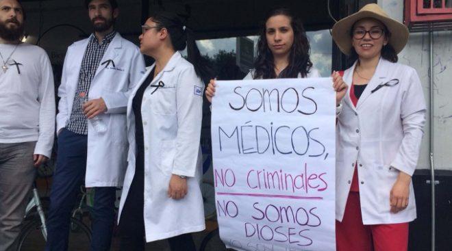 medicos-protesta-octubre-2016