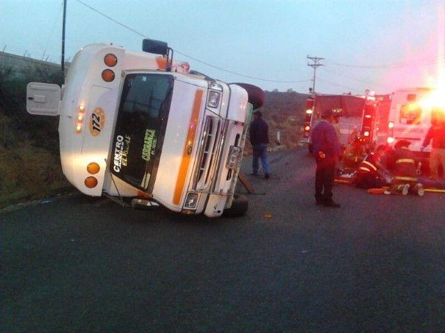 microbus-accidente-volteado