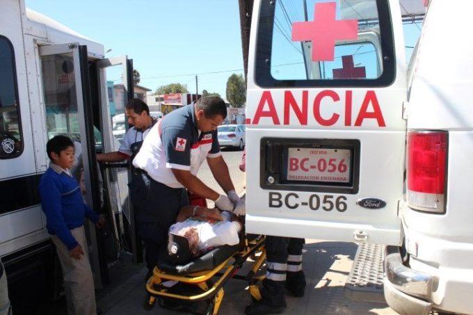 microbus-pasajero-lesionado-cruz-roja
