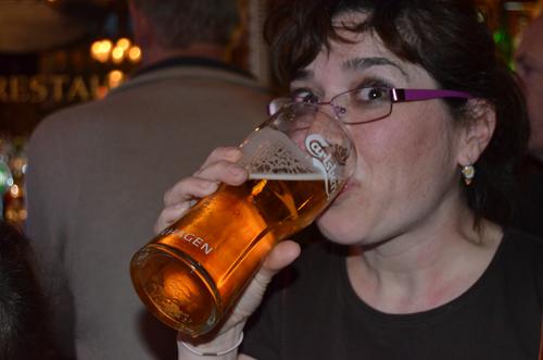 cerveza-mujer-mexicana