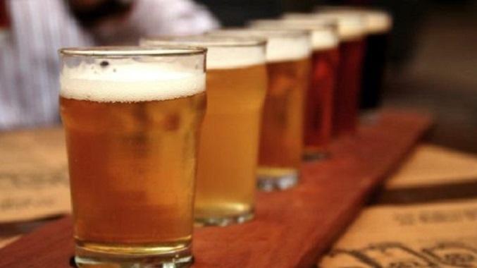 cerveza-artesanal-vasos-fila