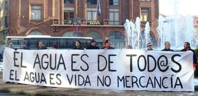 agua-es-de-todos-pancarta-protesta