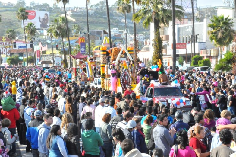 carnaval-ensenada-desfile-carros