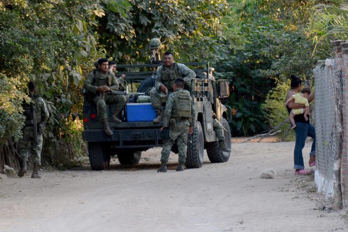 Elementos del ejército e Paredones, Sinaloa. Foto: Juan Carlos Cruz