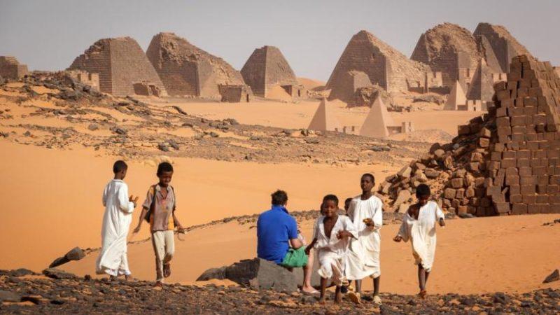 priamides-sudan-con-ninos
