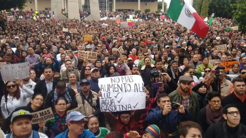 MULTITUD MEXICALI NO GASOLINAZO NO AGUA