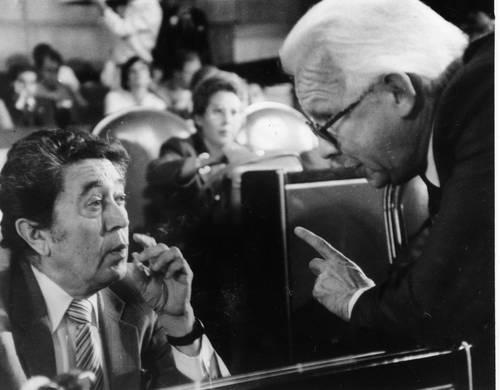 Arnoldo Martínez Verdugo y Heberto Castillo durante la sesión del 28 de octubre de 1987 en el Palacio Legislativo de San Lázaro Foto La Jornada/  Arturo Jiménez